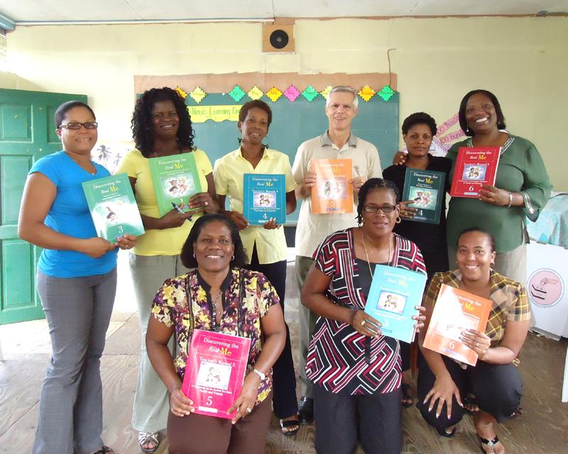 世界平和女性連合(WFWP)セントルシア活動の様子