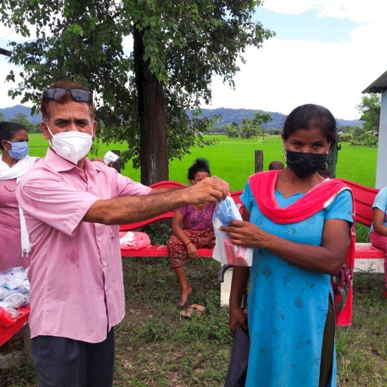 世界平和女性連合ネパールでの物資支援の様子①